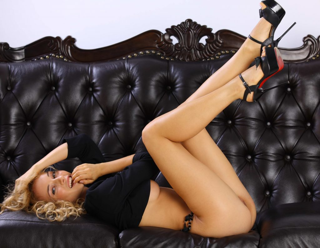 cheap London escorts - Smiling Blonde Beauty
