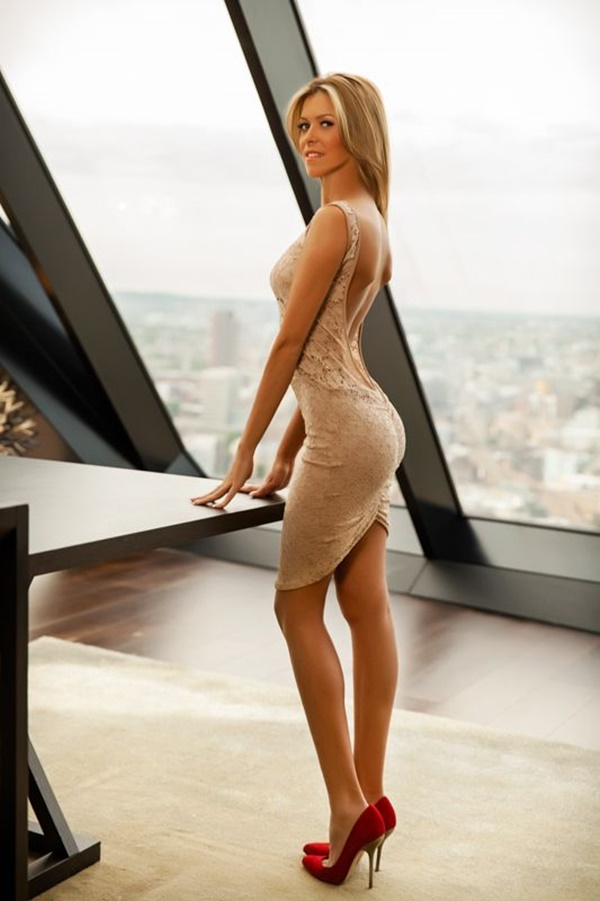 escorts in London - leggy blonde